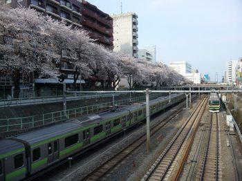 2011.4.10.sugamoekimae.jpg